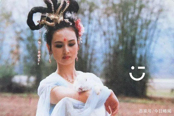 https://nucuoicuaban.vn/img/nha-khoa-ngan-ha-tien-nu-hang-nga-trong-phim-tay-du-ky-1986.jpg